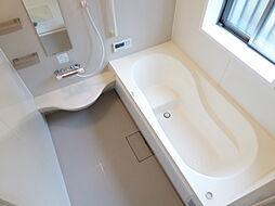 ベンチ型の浴槽...