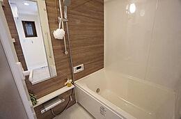 追い焚き機能はもちろん、浴室乾燥機付きで雨の日の洗濯も可能