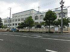 神戸市立本山第二小学校(460m)