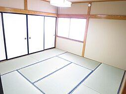和室2階の8畳...
