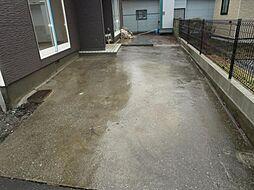 駐車スペースに...