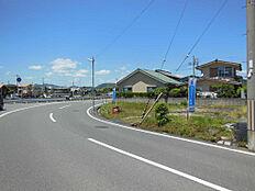 前面道路は幅員8mあります