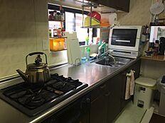 お手入れしやすいシステムキッチンです お料理だけでなく片づけまでスムーズに行えます