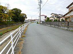 西側接面道路