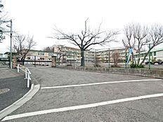 町田市立鶴川第二小学校 距離350m