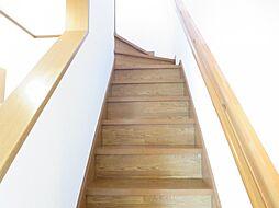 2階に続く階段...