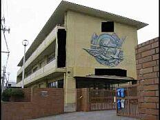 中学校西浜中学校まで887m