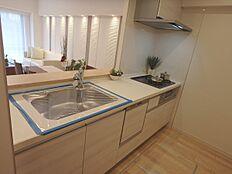 サイズ感があり開放感のあるキッチンです