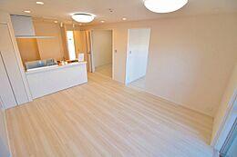 デザインリフォームされた室内は高級感が漂う雰囲気になっております。リフォームで付加価値をプラスし、ただの「住まい」ではなく「癒しのある空間」に仕上がっております