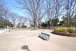 周辺環境:公園 300m 成増北第一公園 児童館前の広々とした公園です。
