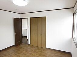 2階8帖の洋室...