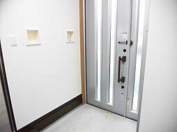 玄関ドアはLI...