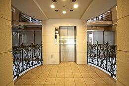 風格あるエントランスが、大いなる時間の始まりを雄弁に物語ります。高級感のある館内は住まわれる方の品格を表します。