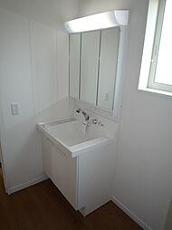 洗面台は3面鏡...