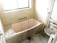 お風呂はユニットバスを設置予定です。現在リフォーム中。