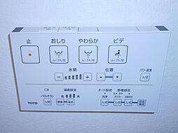 トイレは温水洗浄暖房便座機能付きです。