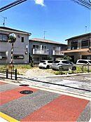 道路を挟み、向かい側は第二伊興幼稚園です。