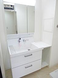 3面鏡の洗面化粧台 室内(2017年8月)撮影