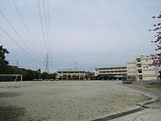 南成瀬中学校まで約940m