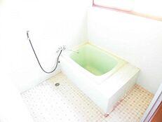 リフォーム前写真お風呂はユニットバスに新品交換予定です。ユニットバスは1坪サイズになります。