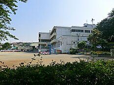 鶴間小学校まで約470m