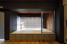 LDKの一角には和を感じられる空間があり、同じ部屋の中でも違う空気感が漂っています。