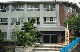 小学校和歌浦小学校まで635m