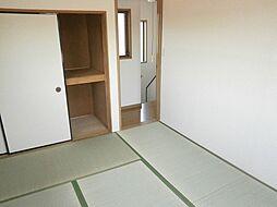 2階の和室。畳...
