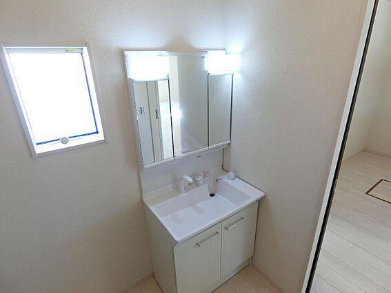 洗面化粧台の鏡...