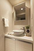 シャープなデザインの洗面台