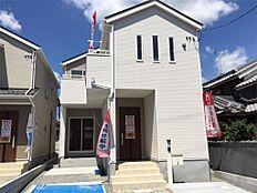 1号棟、現地写真です。毎週土曜日・日曜日・祝日はオープンハウス開催中です。お気軽にお越しください。