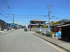 北西側の前面道路は幅員12m