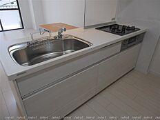 浄水器内蔵システムキッチンです