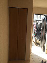 玄関に収納スペ...