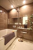 湯水に空気を含ませることで、節水しながらも、たっぷりの浴び心地が体感できるエアインシャワーを採用
