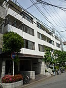 JR中央・総武線「高円寺」駅より徒歩4分の立地。約170店舗が並ぶルック商店街近く、便利施設充実。