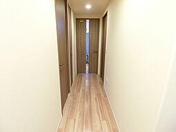 玄関からリビングにつながる廊下。H29.11月