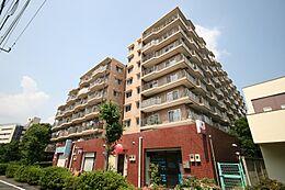 都営三田線「志村坂上」駅徒歩8分。安心の住込み管理マンションです