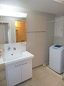 洗面所、洗濯機置場はゆとりのスペースで、家事もしやすいですね。