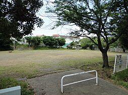 周辺には公園も...