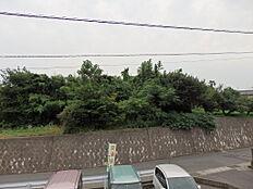 この写真の左手側の一部の土地は売却対象ではありません。