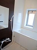 追い焚き機能付き浴室です。
