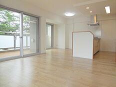 LDK15.2帖床暖房完備 採光面が多く日当り通風良好です