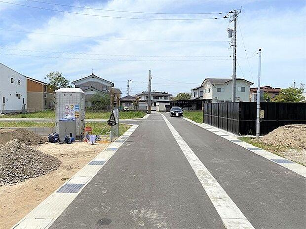前面道路は約6m!車のすれ違いや、駐車の際など、十分な広さがあります(*^^*)