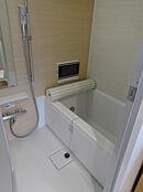 浴室換気暖房乾燥機、追い焚き機能、浴室テレビ付です。