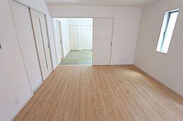 和室と合わせると22帖の大空間。