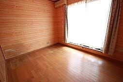 2階6帖洋室バルコニーに面している居室です。収納とクローゼットが備わっています。家事スペースとして 書斎として マルチに使える居室です。