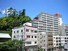 熱海の市街地に近い大型マンション