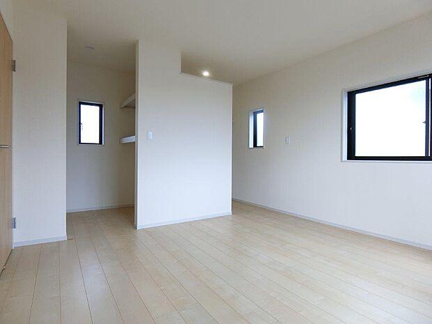 主寝室は広めの間取りになっております。