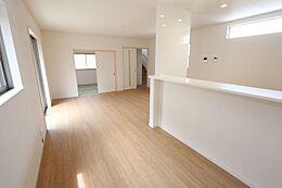 和室と合わせると23.5帖の大きなお部屋になります。大勢のお客様が来られても安心です。